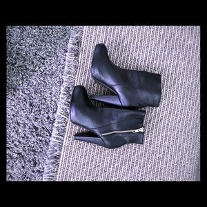 H&M black zipper heeled bootie size 6 NWOT